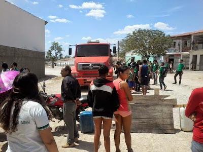Resultado de imagem para fotos deOperação Carro-Pipa atende 20 mil moradores em Crato