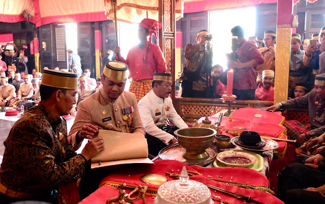 Bupati Gowa, Adnan Purichta Ichsan (tengah). www.masmedia.xyz
