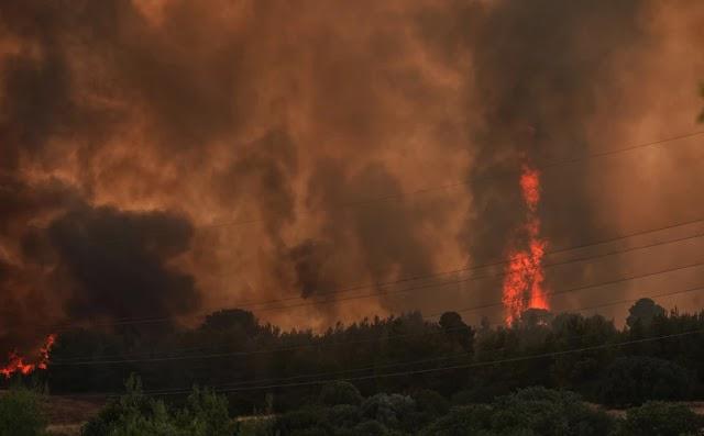 Φωτιά στη Βαρυμπόμπη: Μπήκε στις Αδάμες η φωτιά - Δραματικές στιγμές