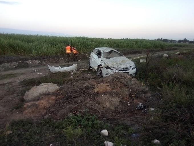 Barahona: Conductor se salva su vida de milagro al deslizarse el carro que conducía