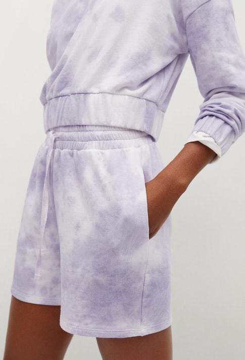 Pantaloni scurti cu prindere cu snur si aspect tie-dye