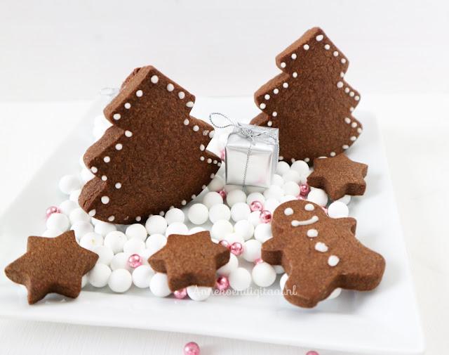 kerstkoekjes bakken, koekje op mok, kerstboom koekjes, recept chocolade koekjes, koekjes recept, kerst