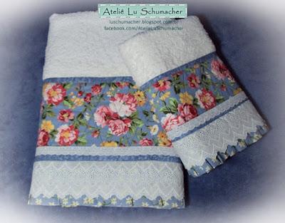 Jogo de toalhas com barrado floral em patchwork shabby chic