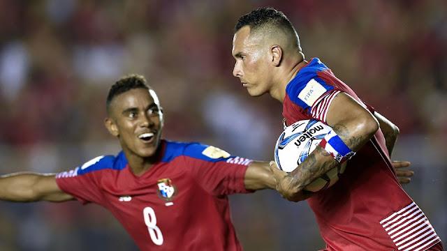 Blas Pérez después de marcar un gol en el empate de Panamá y Honduras en la Hexagonal Final de Concacaf
