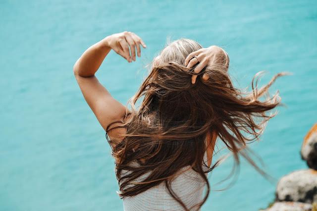 Vlnité vlasy a ich úprava vedia ženy potrápiť
