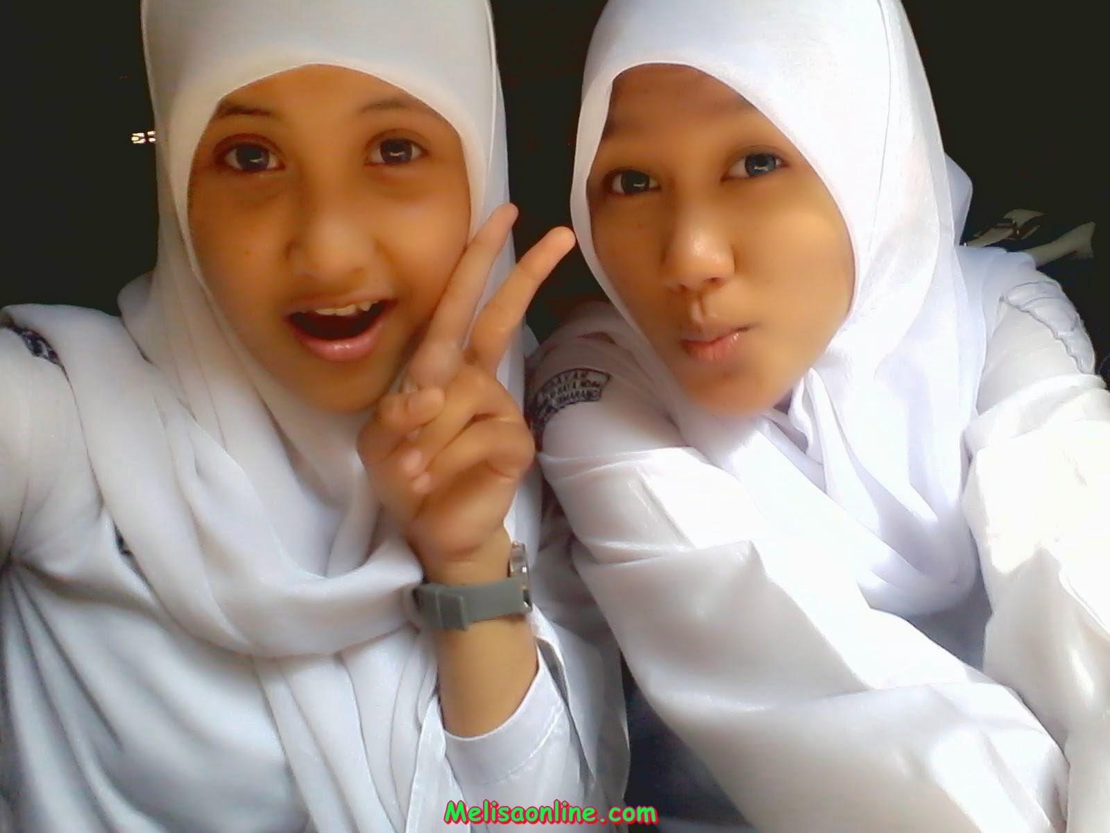 Photo-photo Siswi SMA Berjilbab Narsis di dalam Kelas