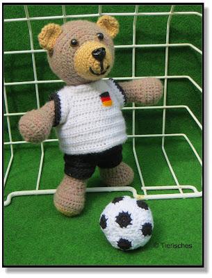 Teddy häkeln mit Fußballtrikot