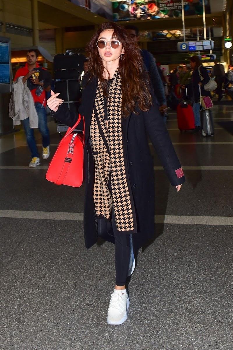 Sarah Hyland Clicks at LAX Airport in Los Angeles 11 Nov -2019