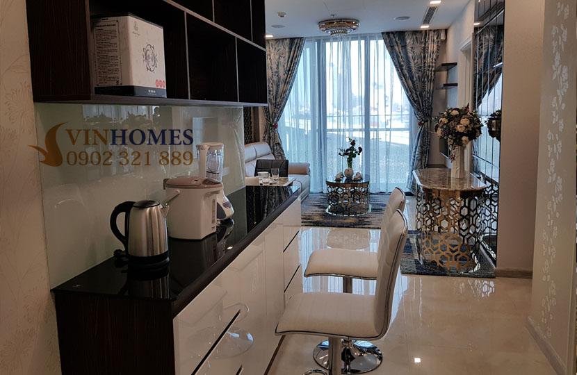 Căn hộ Vinhomes 3PN cho thuê Landmark 4 nội thất mới - từ bếp nhìn ra phòng khách