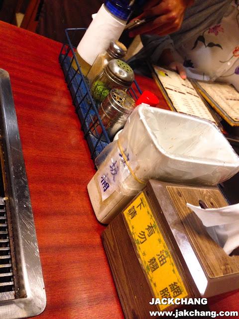 調味料、垃圾桶、紙巾