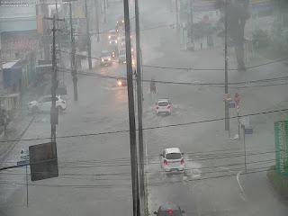 Chuvas causam alagamentos e afetam trânsito em João Pessoa