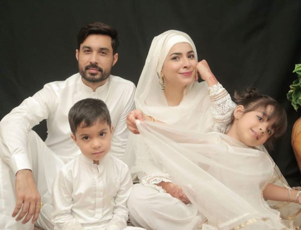 Dua Malik Awesome Pictures in white dress with her Family