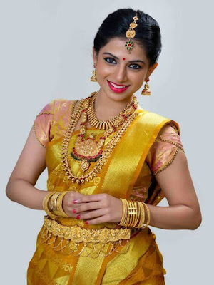 This yellow gold mix color saree will make you look like a South Indian princess from yore.