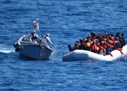 """""""الشرطة الإيطالية تلقي القبض على 3 مغاربة بتهمة """"تهريب البشر"""
