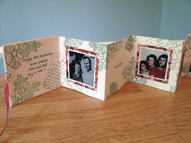 accordion card or mini-book