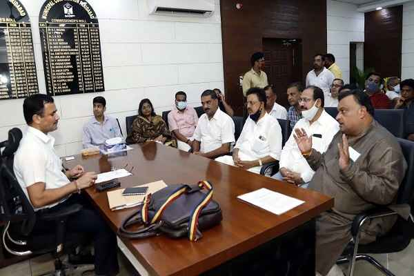 faridabad-old-traders-meet-mcf-commissioner-with-lakhan-singla