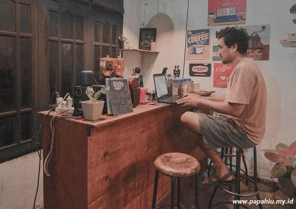 ngopi-di-kedai-kopi-alat-komunikasi-baru-lebih-manusiawi