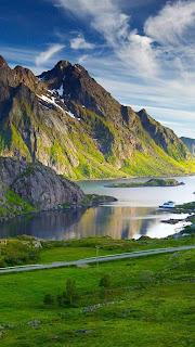 صور مناظر طبيعية منظر الجبال والمياه
