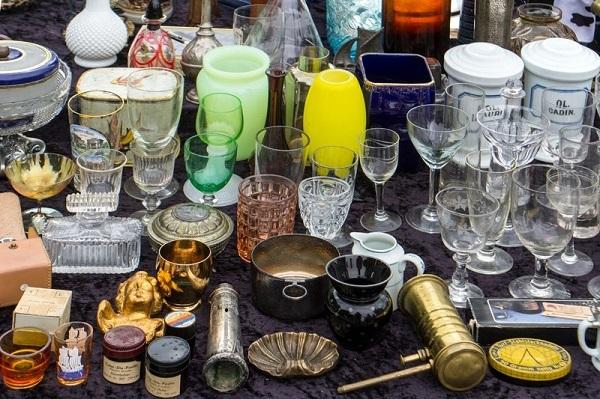Foto de vários objetos de jogos incompletos e que abarrotam nossas casas