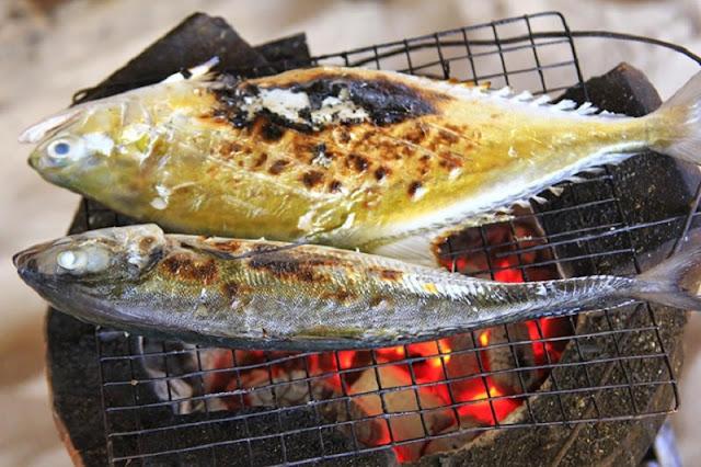 Cá biển hấp bọc muối nướng