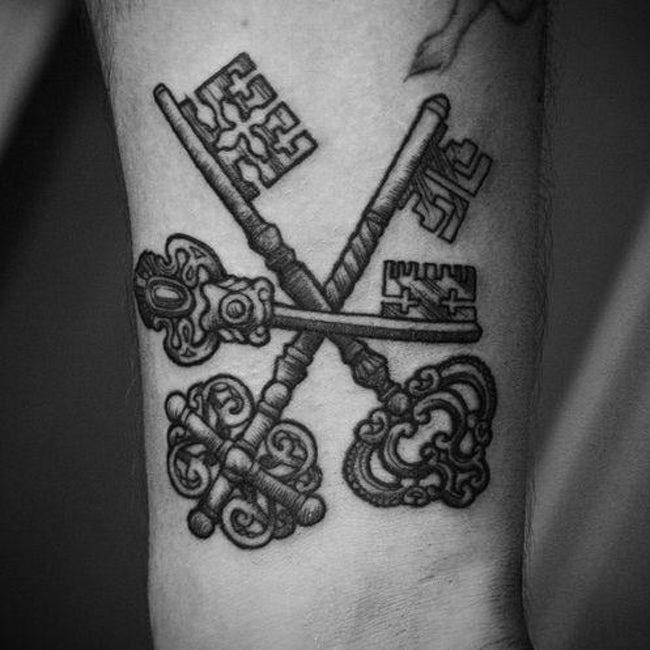 Tatuaje de tres llaves cruzadas