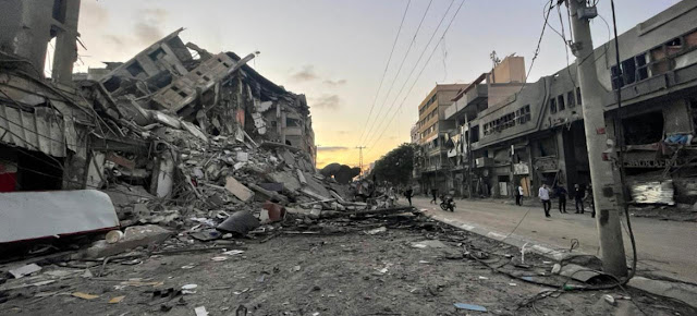 Los ataques israelíes han destruido edificios e infraestructuras en Gaza.OCHA/samar Elouf