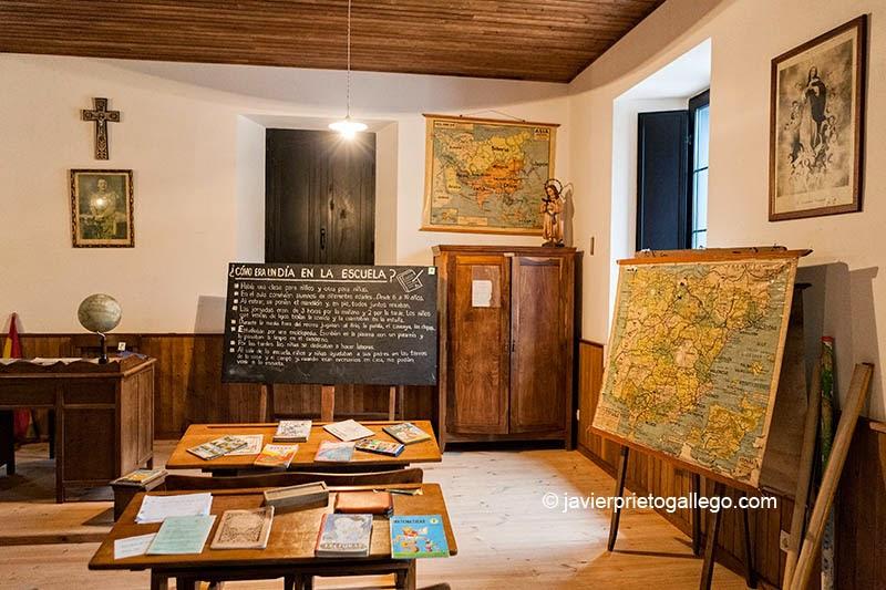 Museo de la Escuela Rural. Concejo de Cabranes. Localidad de Viñón. Carretera Cabranes. Asturias. Viñón. Carretera AS-255 Km. 7,5- Asturias. España. © Javier Prieto Gallego tel. 985 89 82 13
