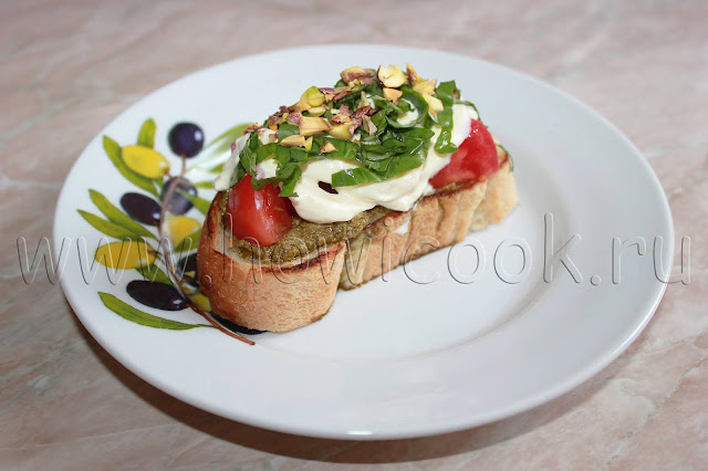 рецепт брускетты с помидорами, соусом песто и страчателлой с пошаговыми фото