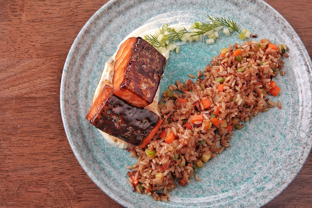 Salmon fillet with Tzatziki-wasabi dressing & fried rice