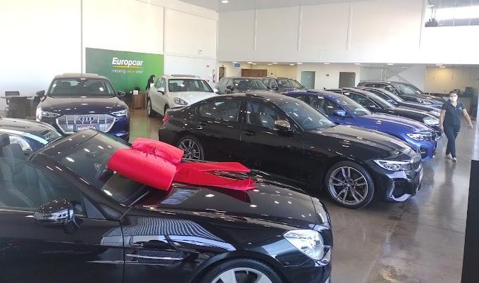 Suprema Veículos instala ponto de recarga na loja e incentiva a venda de carros elétricos