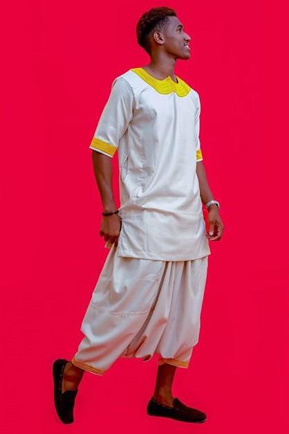 Mode, tendance, Thiaye, ensemble, Baye, Fall, style, look, vêtement, ethnique, traditionnel, tissu, wax, bazin, pantalon, LEUKSENEGAL, Dakar, Sénégal, Afrique