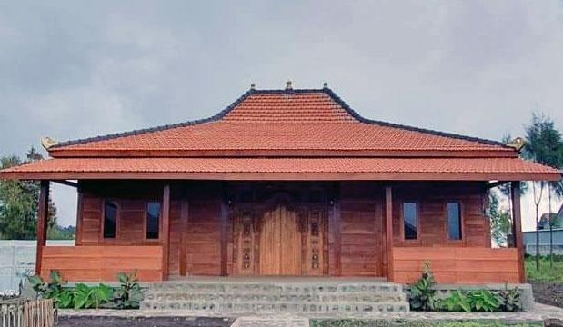 Rumah Adat Suku Tengger di Desa Ranupane Kecamatan Senduro
