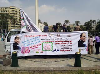 توزيع شنط المدارس بأسعار مخفضة أمام مجمع التحرير