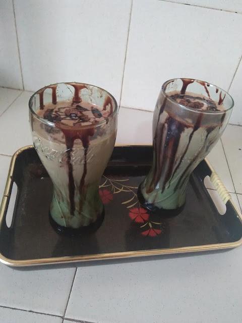 චොක්ලට් බිස්කට් මිල්ක් ෂේක් හදමු (Chocolate Biscuit Milkshake) - Your Choice Way