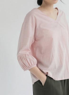 粉色造型袖V領女裝造型上衣