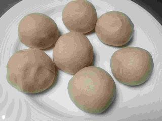 Round shaped dough balls for tandoori roti recipe