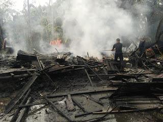 Satu Rumah Ludes Terbakar Rata Dengan Tanah