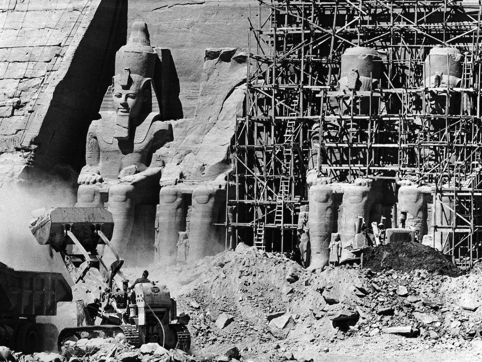 In 1964, one of the world's largest and most spectacular dismantling and reassembly projects was begun in Egypt. To rescue the ancient temples in Abu Simbel from the waters of the Nile, the temples had to be relocated.
