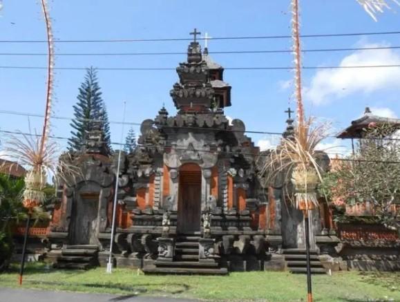 Rumah Adat Gapura Candi Bentar Bali