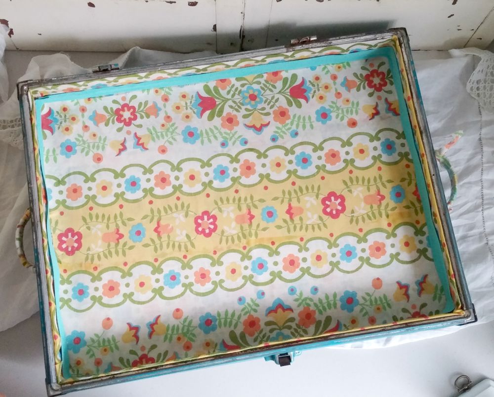 making a tray from a vintage suitcase