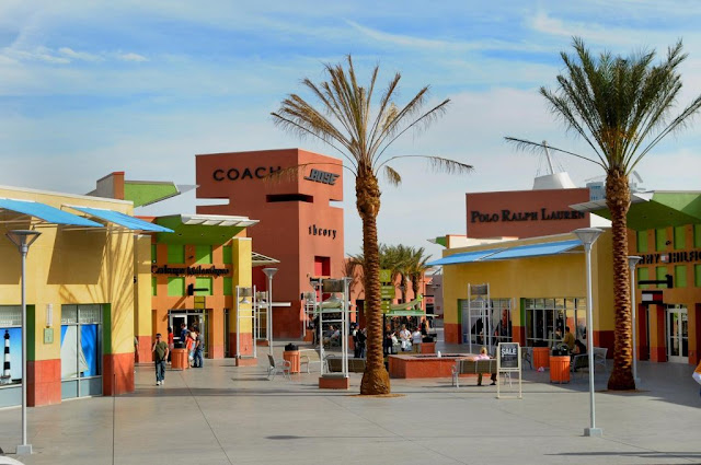 Shopping at the huge Outlet Premium North Las Vegas