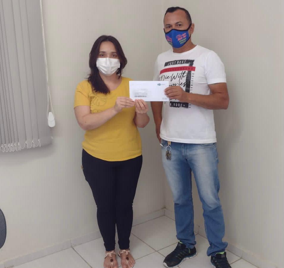 Prefeitura de Aurora realiza entrega dos cartões do auxílio cesta básica do Governo do Estado