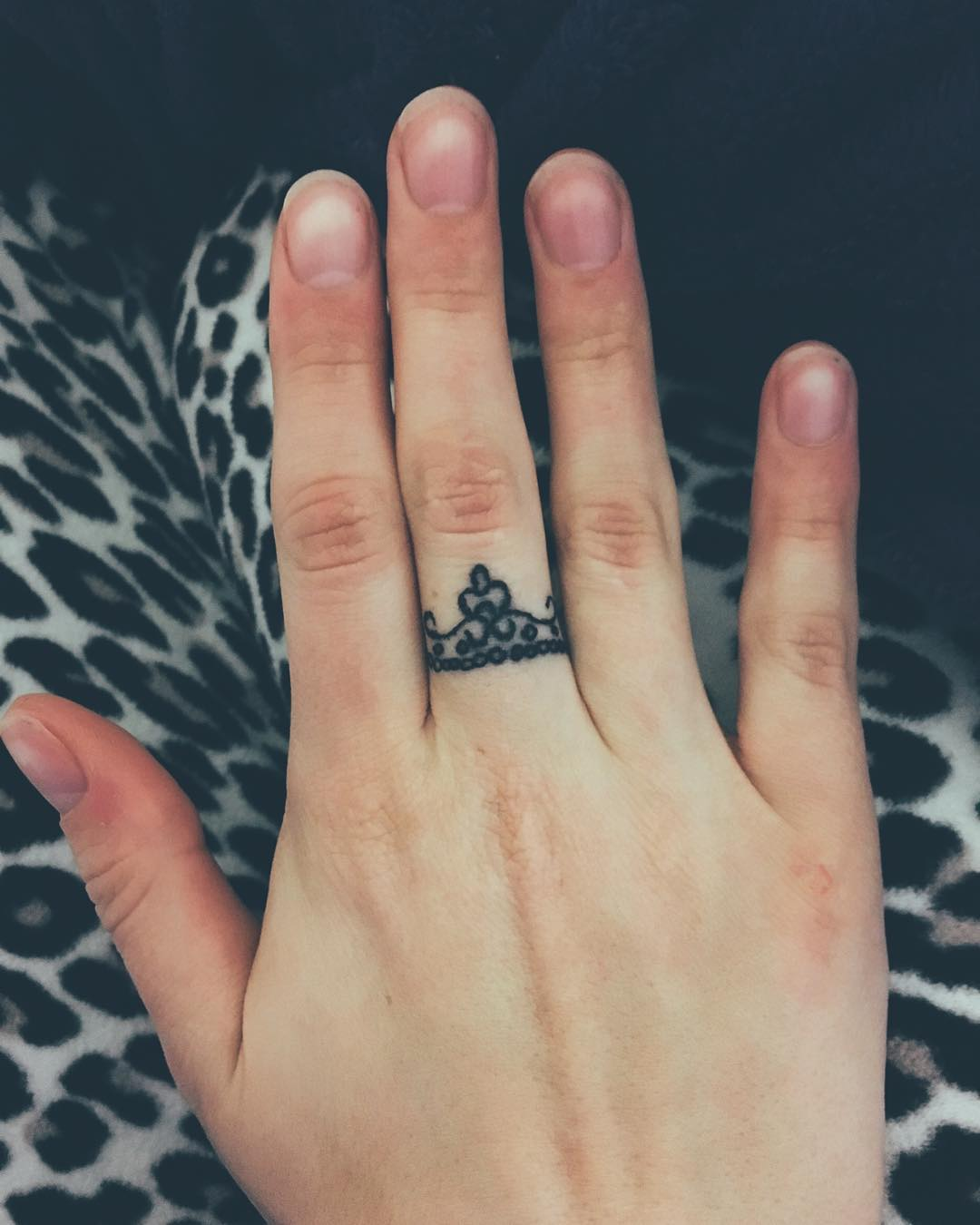 Crown Ring Mehndi Design