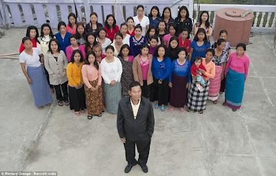 keluarga terbesar di dunia3 Keluarga Terbesar di Dunia, Punya 39 Istri 94 Anak dan 33 Cucu