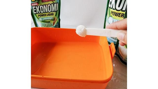 Cara-menghilangkan-bau-wadah-plastik