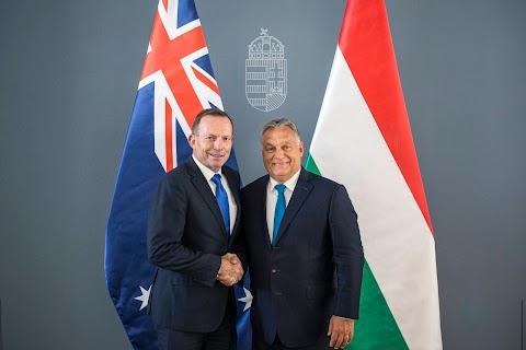 Európának a magyar és az ausztrál gyakorlatot kell követnie a határvédelemben