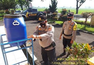 Cegah Covid-19, Personel Polsek Cingambul Rutin Cek Suhu dan Cuci Tangan Sebelum Masuk Kantor