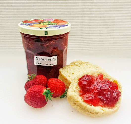 Make homemade fruit jam - it's easy when you know how!