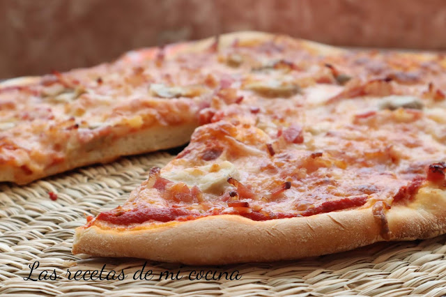 Pizza Casera con tomate natural