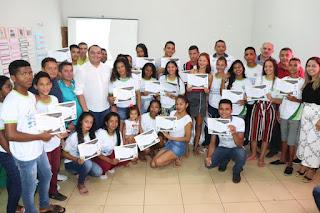 Prefeito Roberto do Posto prestigia solenidade de certificação da 4ª turma do Projeto de Inclusão Digital.